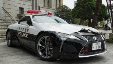 Photo of Japońska policja z nowym i luksusowym radiowozem. Sportowy samochód wspomoże funkcjonariuszy drogówki