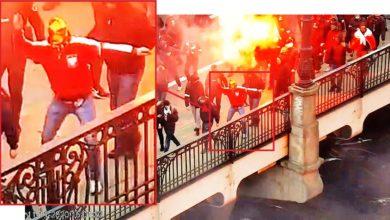 Photo of Straty po nielegalnym Marszu Niepodległości. Wyrwane słupki, podpalone drzwi miejskiego urzędu