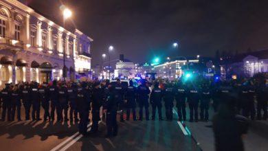 Photo of Nieumundurowani policjanci w cywilu użyli pałek wobec manifestantów. Bezzasadnie zatrzymania. RPO żąda wyjaśnień