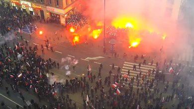 Photo of Marsz Niepodległości – chuligani atakują policjantów. MSWiA publikuje zapis monitoringu z ronda de Gaulle'a [WIDEO]