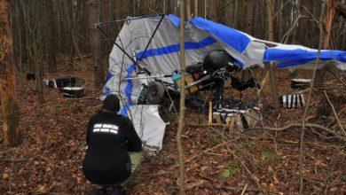 Photo of Przemycał papierosy… motolotnią. Funkcjonariusze Straży Granicznej znaleźli wrak i rannego pilota
