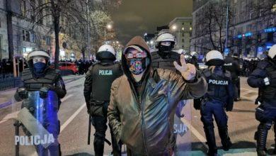 """Photo of Jurek Owsiak na Strajku Kobiet. Do policjanta: """"Sto złoty wziąłeś za to, że stały?"""" [WIDEO]"""