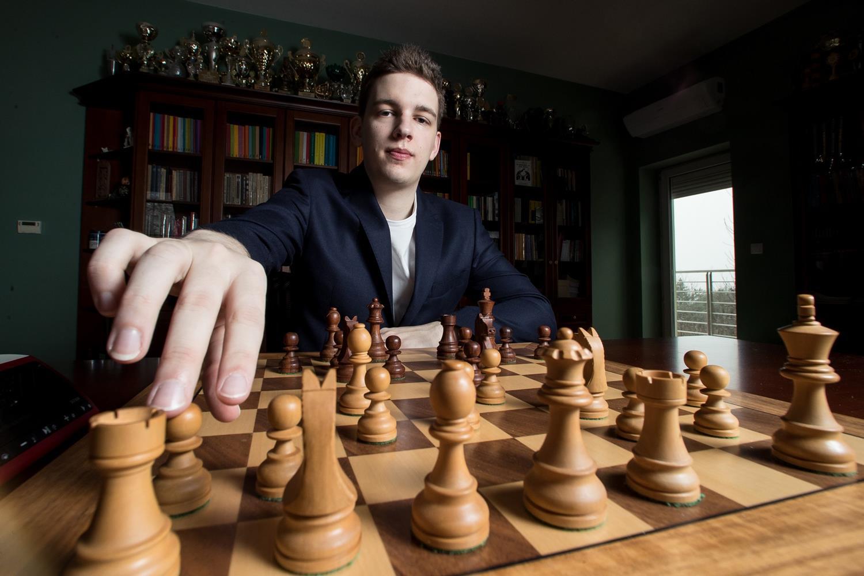 Trwają Mistrzostwa Europy w szachach błyskawicznych w Katowicach. 350 zawodników z 40 krajów i 134 arcymistrzów – Kronika24.pl