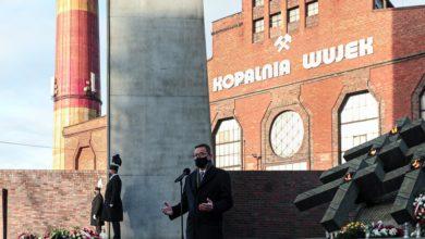 """Photo of 39. rocznica pacyfikacji kopalni """"Wujek"""". Premier Morawiecki oddał hołd poległym górnikom"""