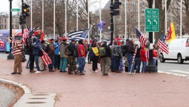 Photo of USA. Zamieszki zwolenników Trumpa na Kapitolu. Amerykański Kongres: Joe Biden 46. prezydentem