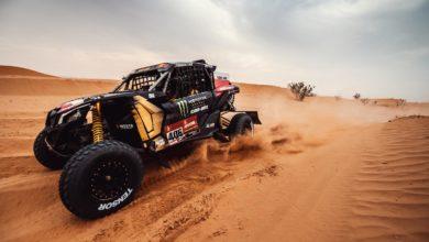 """Photo of Rajd Dakar 2021. Domżała i Marton wiceliderami. Przygoński awansował w """"generalce"""". Tomiczek z urazem"""