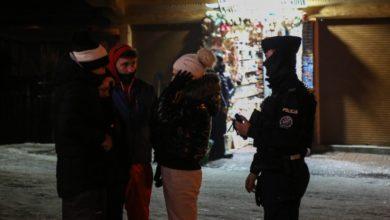 """Photo of Zakopane. Tłumy turystów. Wciąż nie przestrzegają obostrzeń. Nocne """"koronaparty"""" na Krupówkach"""