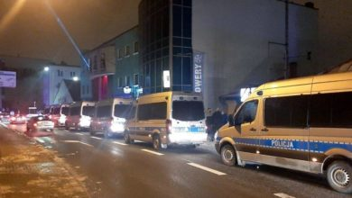 Photo of Interwencja policji w nocnym klubie. Użyto gazu, pałek i granatów hukowych
