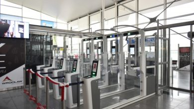 Photo of Bramki do automatycznej kontroli dokumentów na wrocławskim lotnisku. Szybkie testy i możliwość zwolnienia z kwarantanny