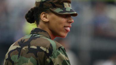 """Photo of Atrakcyjna """"amerykańska żołnierka"""" obiecywała miłość i… milion dolarów. 26-latek poszkodowany"""