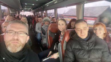 Photo of Protest antycovidowców. Policja użyła gazu i granatów hukowych. Grzegorz Braun łamie obostrzenia