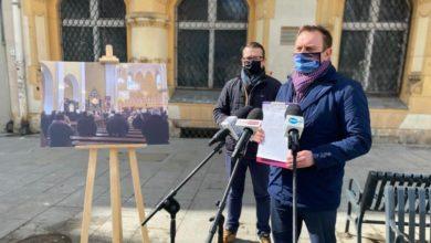 Photo of Księża zakażeni koronawirusem. Tomasz Trela: zero dystansu, zero zasad. Kościoły muszą być zamknięte