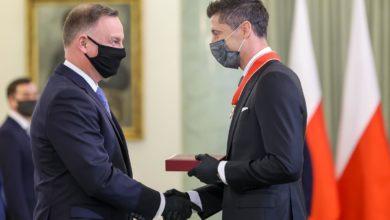 Photo of Robert Lewandowski odznaczony przez Andrzeja Dudę Krzyżem Komandorskim Orderu Odrodzenia Polski