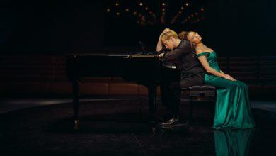 Photo of Maciej Musiałowski i Julia Wieniawa – muzyczna podróż o miłości [TELEDYSK]