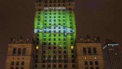Photo of Godzina dla Ziemi 2021. Ocalmy Bałtyk. Skąd wziął się wielki dorsz na Pałacu Kultury i Nauki?