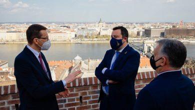 """Photo of Morawiecki spotkał się z Orbanem i Salvinim. """"Krok po kroku w objęcia Putina"""""""