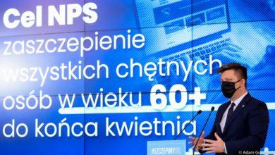 Photo of Szczepienia bez kolejki w Rzeszowie. Słabe tłumaczenia Dworczyka