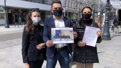 Photo of Skandal w Łodzi. Czarnek wręczył medal Jakóbkowi za kary dla uczniów