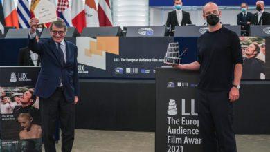 """Photo of UE. Film """"Kolektyw"""" laureatem Nagrody Publiczności LUX 2021. Krzyk Bartka Bieleni dla Białorusi"""