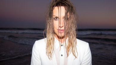"""Photo of Alanis Morissette nagrała z Williem Nelsonem """"On The Road Again"""". Koncert w Polsce"""