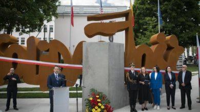 """Photo of Warszawa: odsłonięcie pomnika """"Solidarności"""". Terlecki: niech Cichanouska szuka pomocy w Moskwie"""